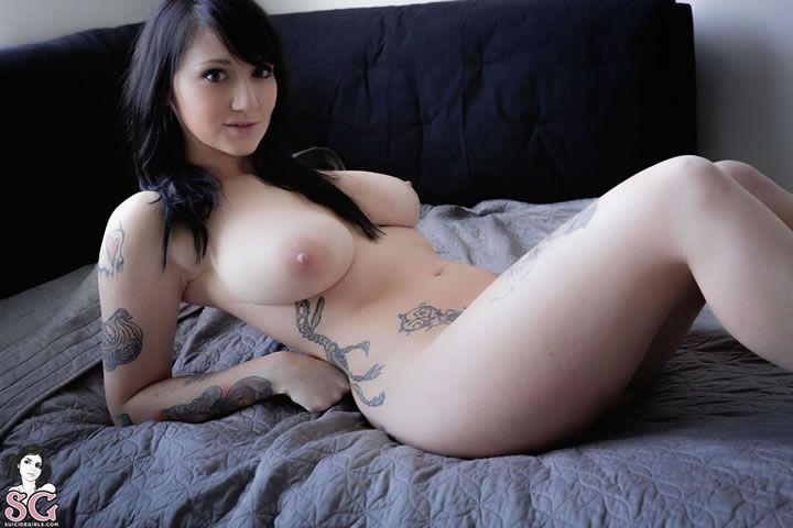 Novinha tatuada