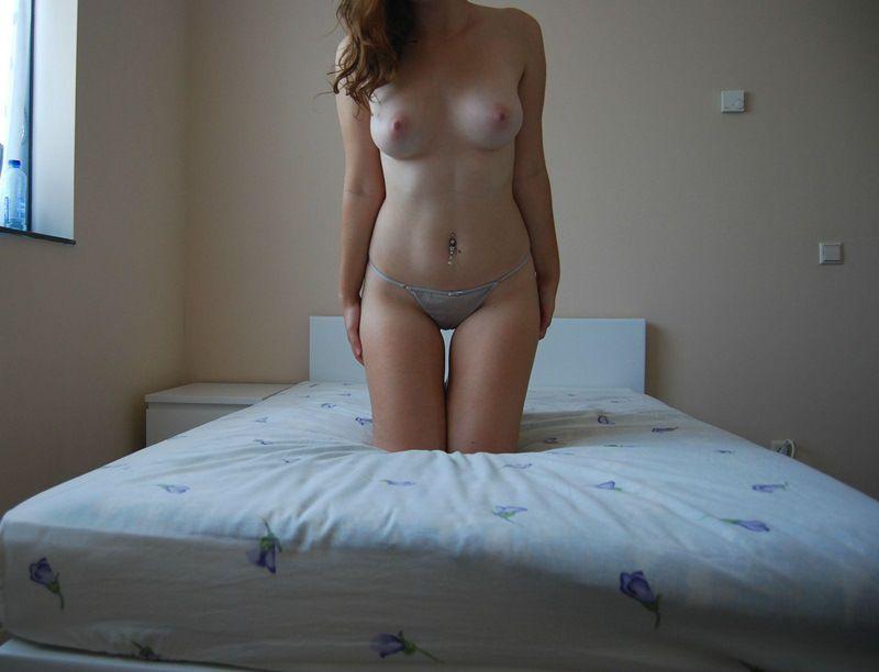 Ruivinha espetacular pelada no quarto