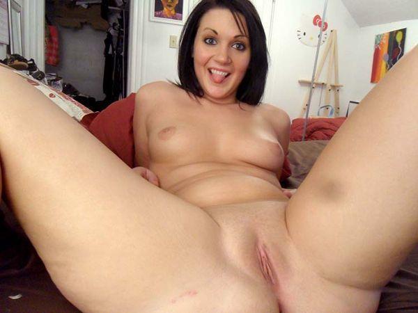 amadora-mostrou-a-buceta-lisinha-na-webcam-04