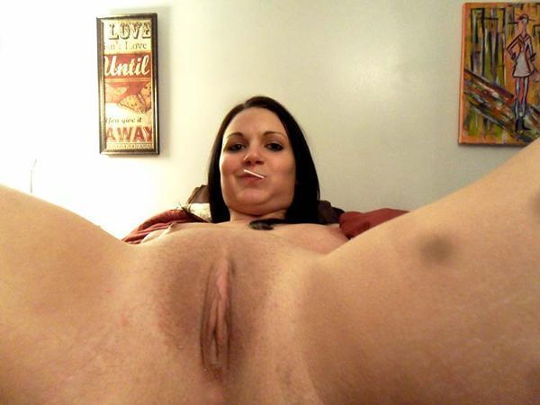 amadora-mostrou-a-buceta-lisinha-na-webcam-06
