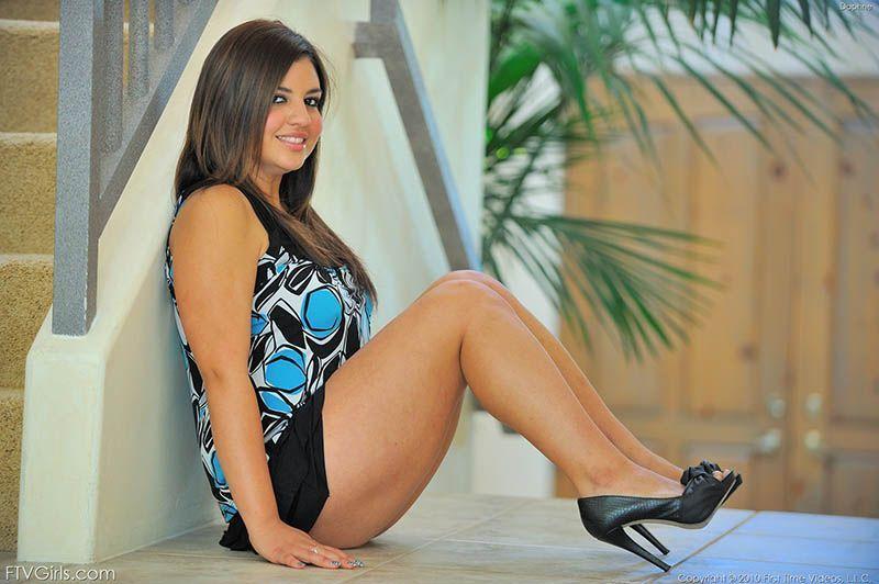 fotos-mulher-pelada-gordinha-gostosa-nua-vestido-calcinha-peladinha-09