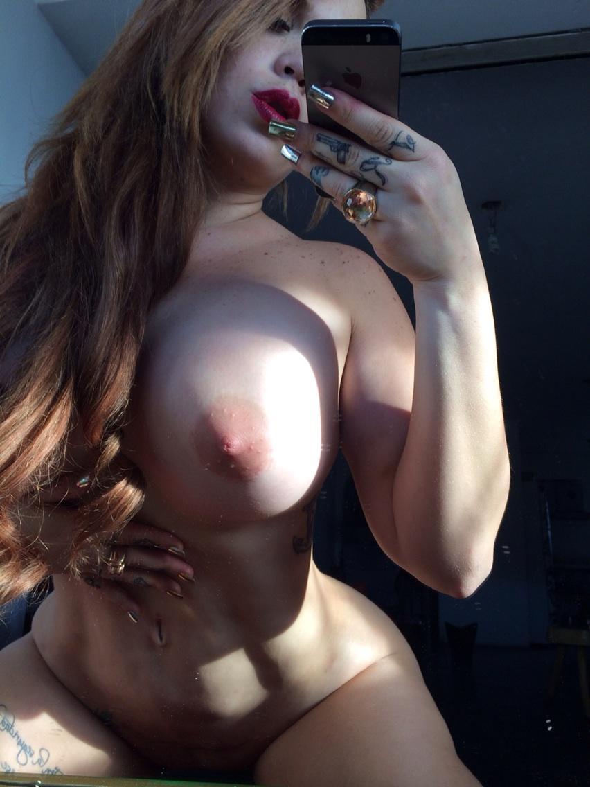 gostosinha se mostrando na selfie porno