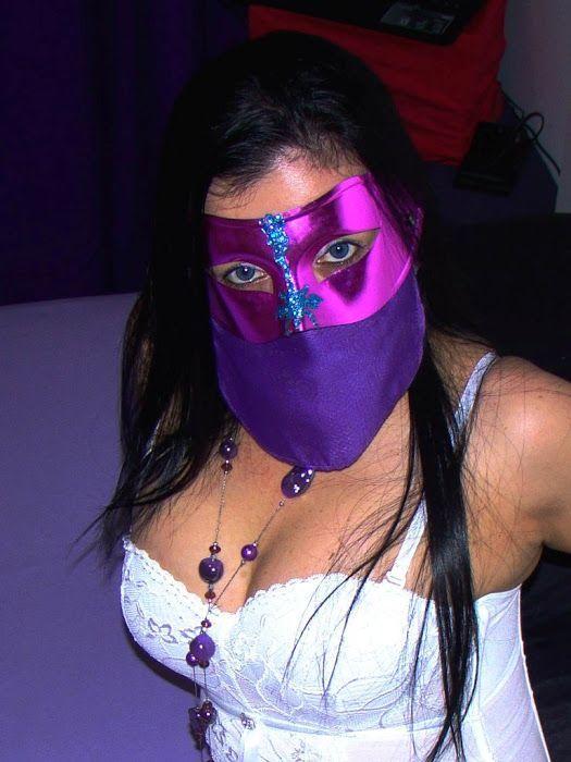 Fotos Mulher Pelada Rabuda Do WhatsApp Tirando Fotos Com Máscara Sentada Na Rola