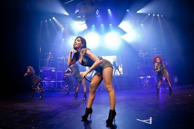 anitta shortinho cravado puta