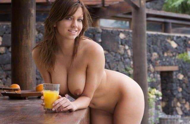 Mulheres Peladas Mostrando A Buceta Grande Gostosa