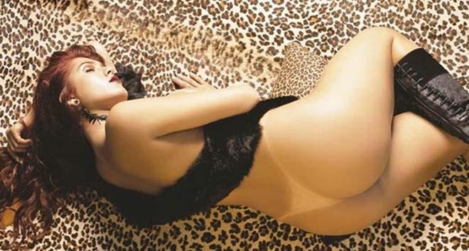 Livia Andrade pelada nua