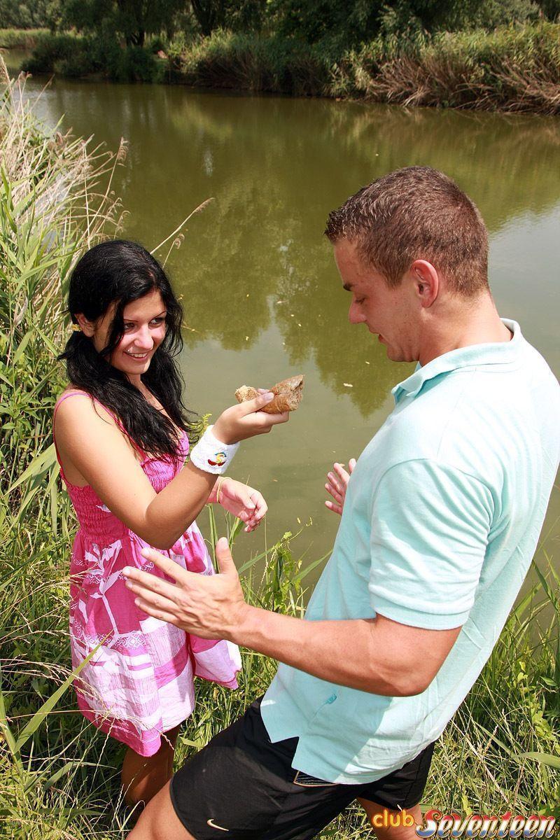 Fodendo novinha gostosa na beira do rio