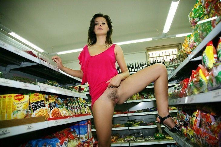 fotos-amadoras-novinha-mercado-nua-11