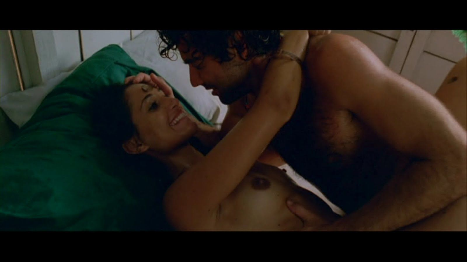 Camila-pitanga-transando-em-cena-de-filme-5
