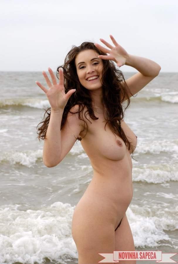 Morena novinha parecida com a Fátima Bernardes.