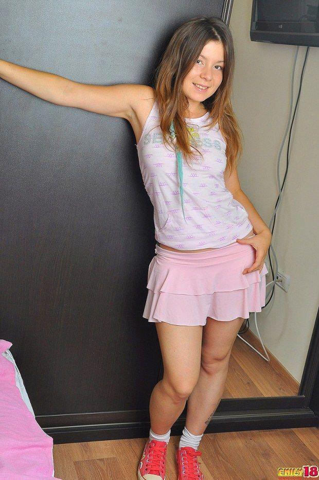 Emily, novinha gostosa de 18 anos pelada