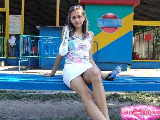 teenie-posing-in-the-park-04