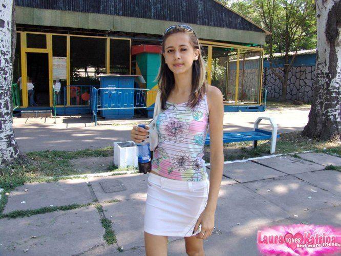 teenie-posing-in-the-park-05