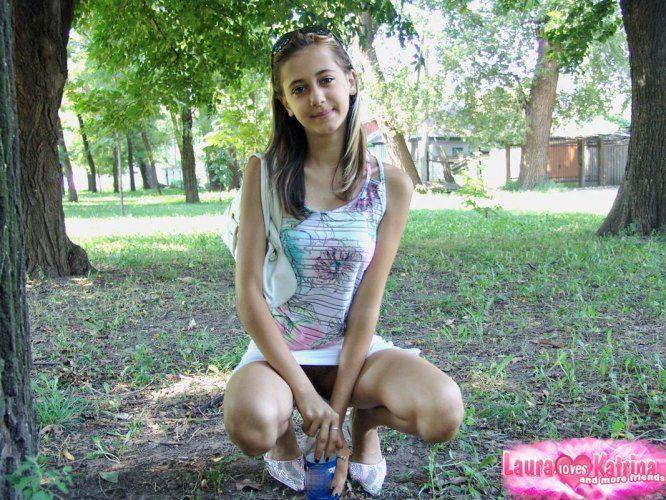 teenie-posing-in-the-park-14