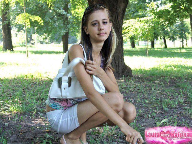 teenie-posing-in-the-park-15