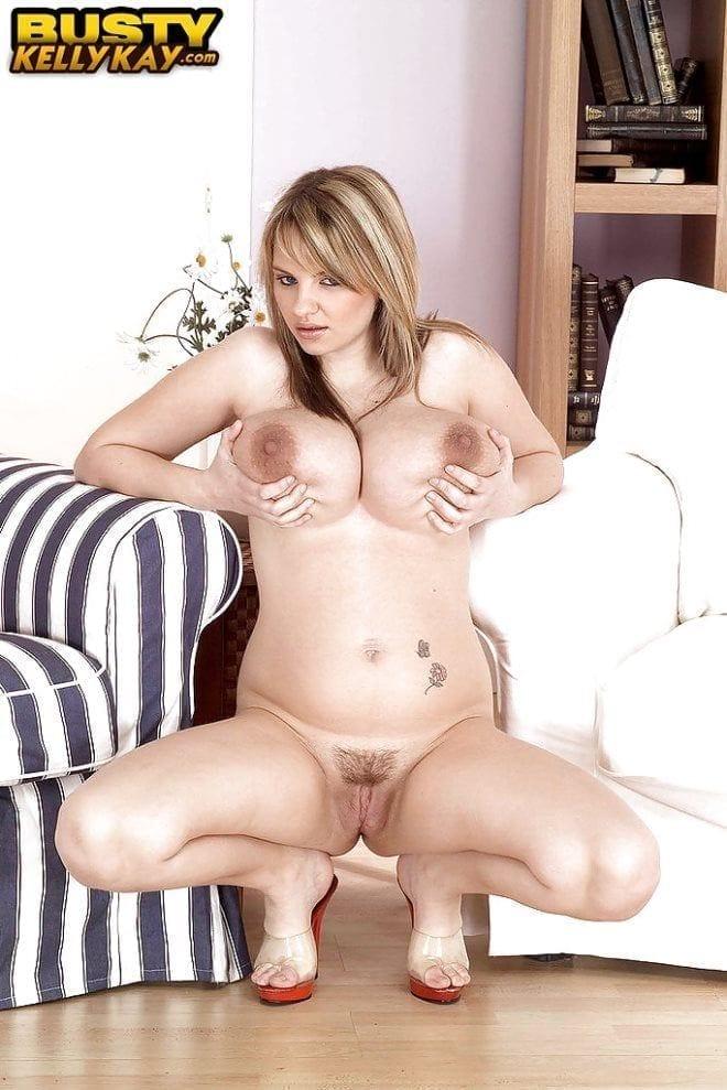 Foto 6 Novinha rabuda masturbando com vibrador