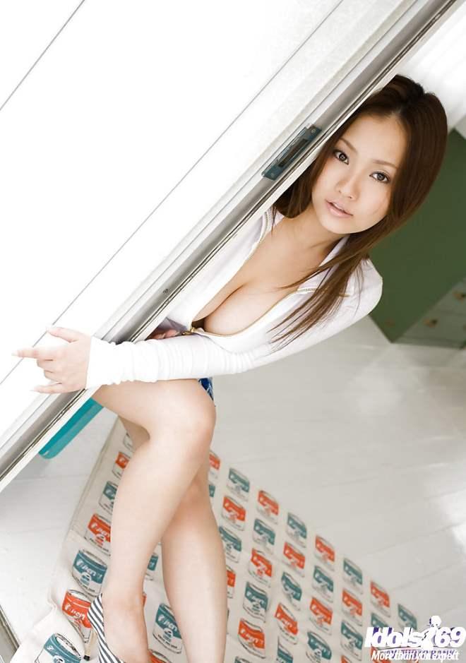Rika Aiuchi japonesa peituda 02
