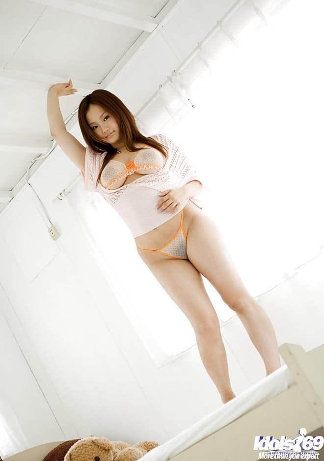 Rika Aiuchi japonesa peituda 08
