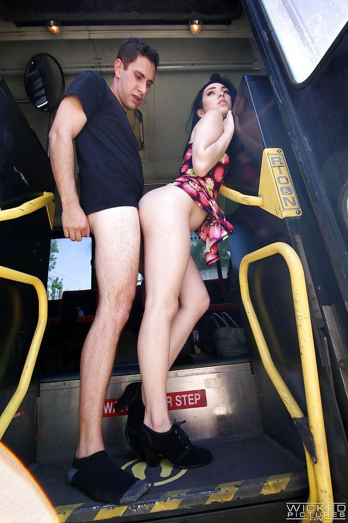 caiu-na-net-casal-de-namorado-fazendo-sexo-no-trem-13