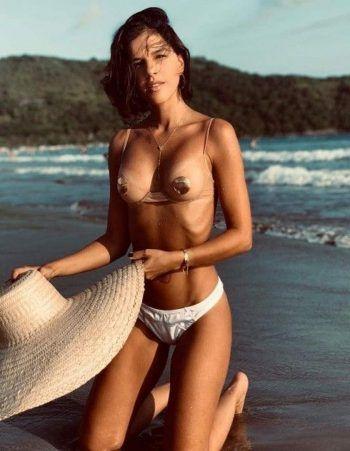 Mariana Rios nua em várias fotos sensuais