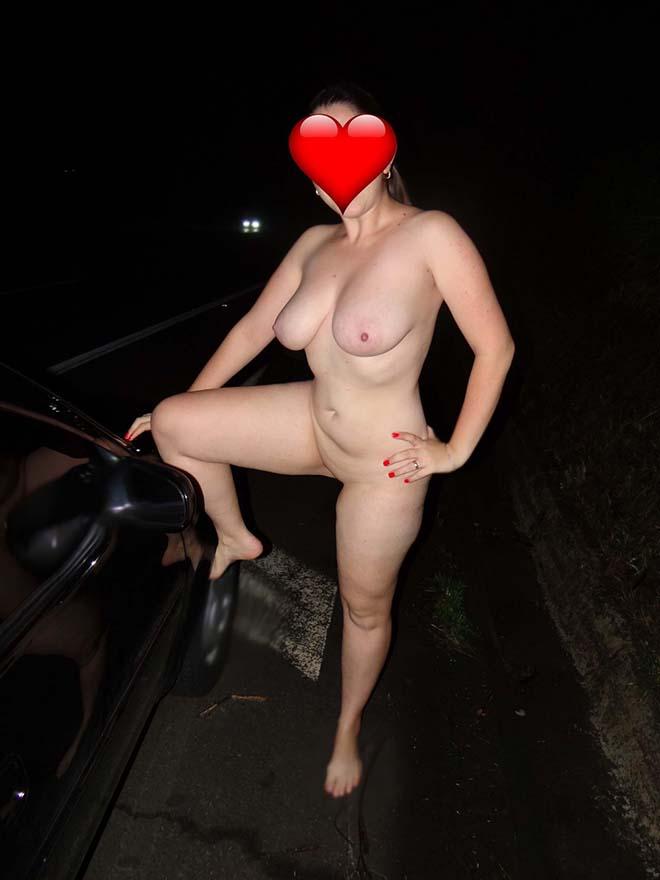 Marido tirando foto da esposa pelada na beira da rodovia 10