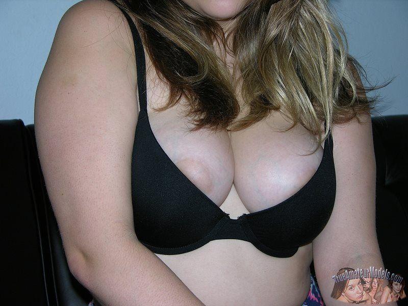 Novinha gordinha pelada