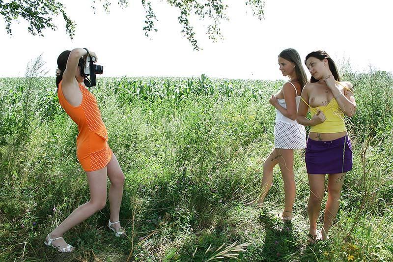 Amigas novinhas amadoras tirando fotos nua 012