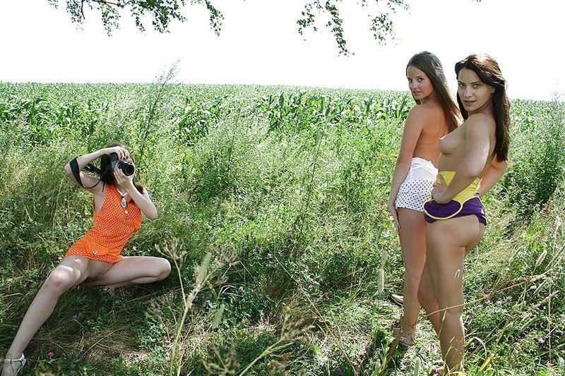 Amigas novinhas amadoras tirando fotos nua 014