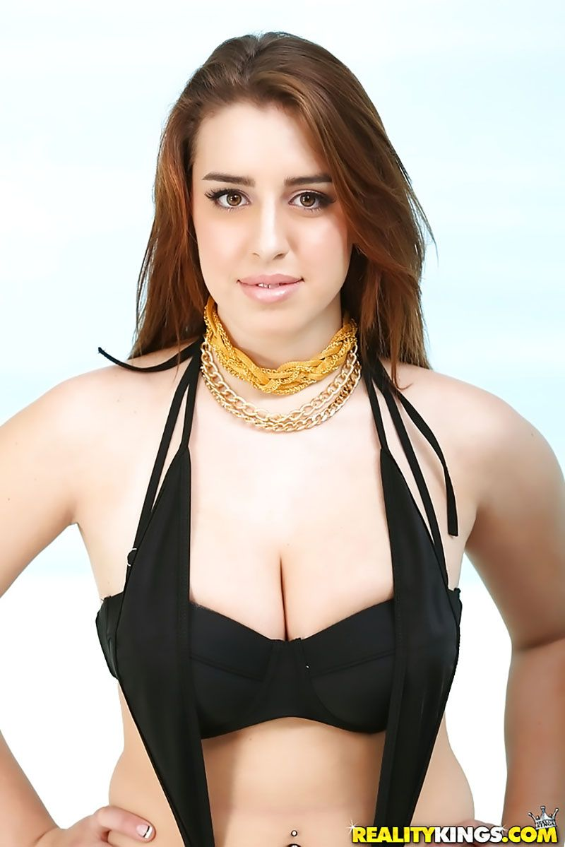 Lanie Morgan morena gostosa com big tits pelada 01