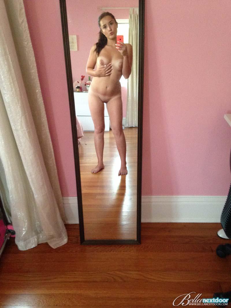 Novinha pelada espelho nua - 02