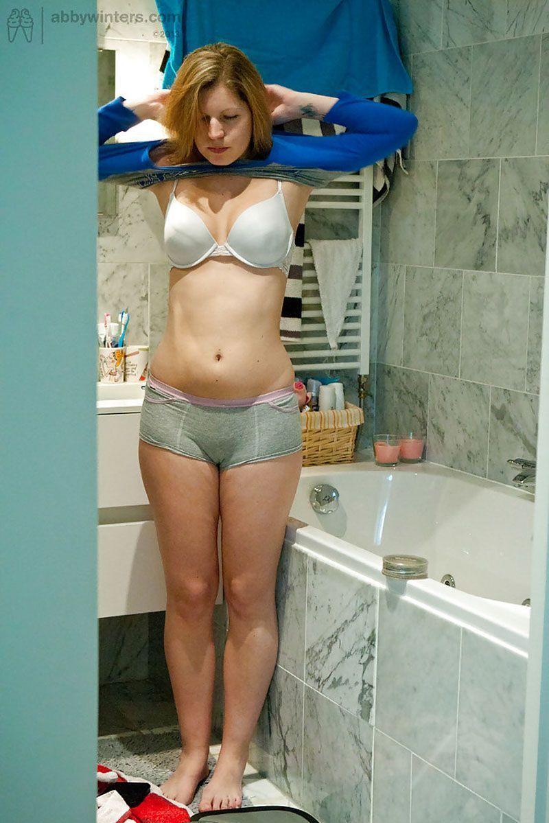sua-vizinha-gostosa-em-fotos-caseiras-trocando-de-roupa-10