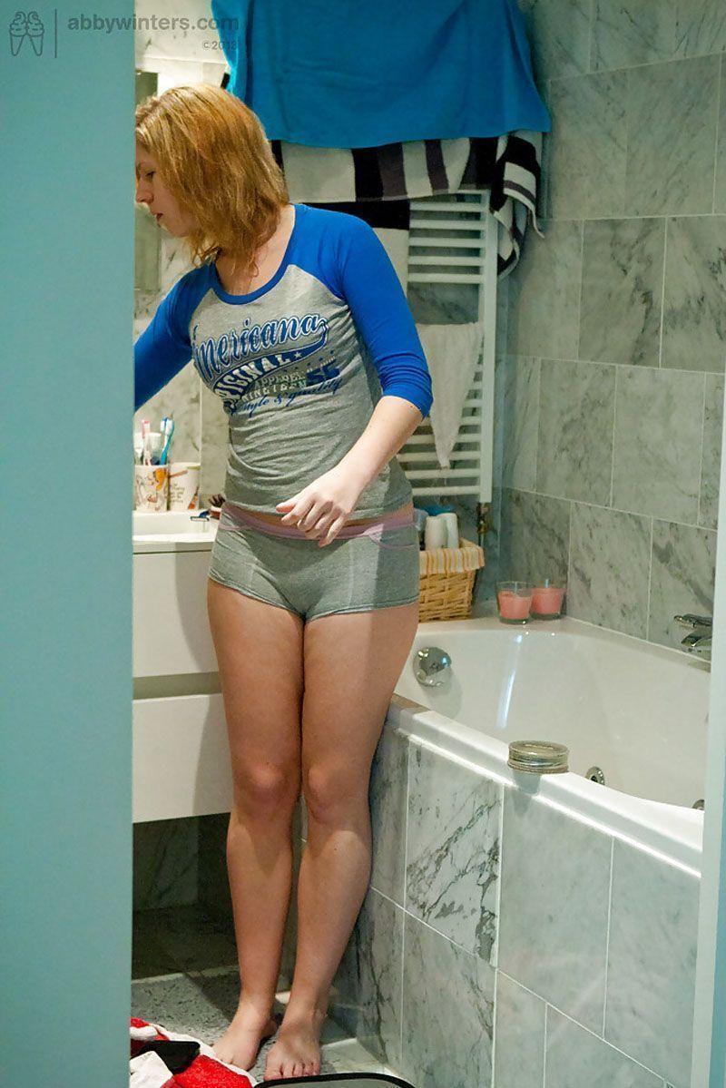 sua-vizinha-gostosa-em-fotos-caseiras-trocando-de-roupa-12