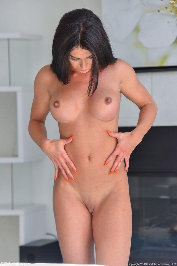 Morena bonita do redtube mostrando seu belo corpo  malhado