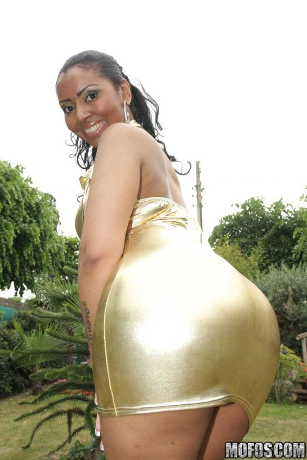 Morena brasileira safada transando e mostrando sua buceta inchada