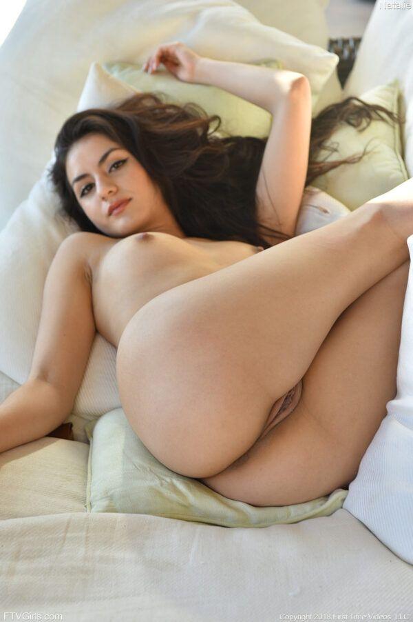 Morena safada gostosa mostrando sua buceta e seu cuzinho apertado