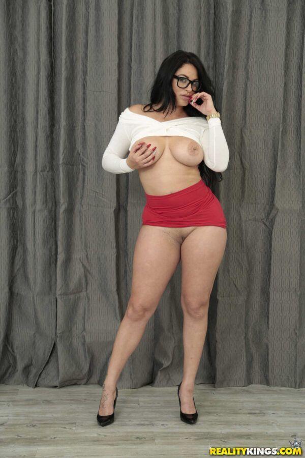 Secretaria gostosa mostrando a buceta raspadinha