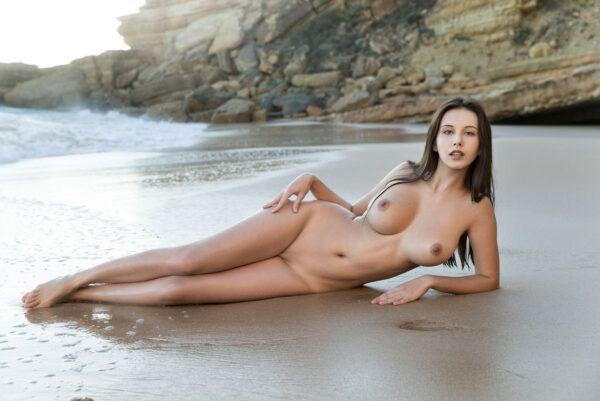 Novinha gostosinha peladinha na praia