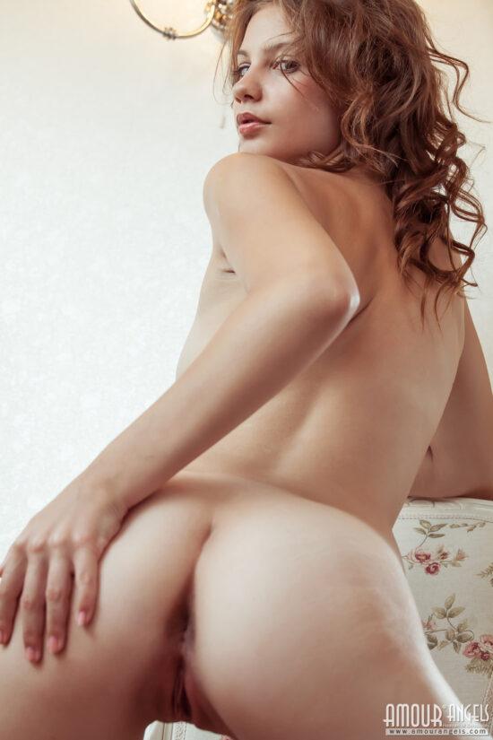 Ruivinha linda do corpo perfeito se exibindo pelada