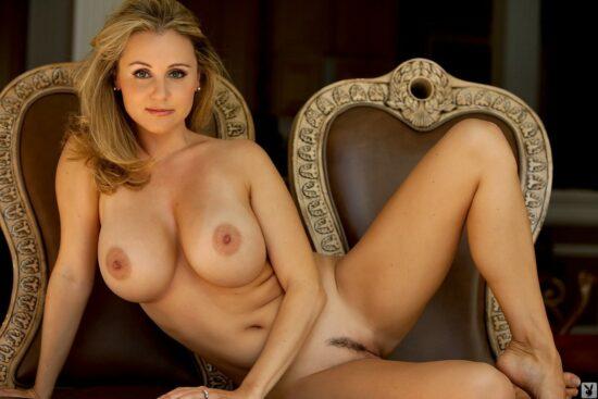 Fotos Hot loira com tetonas lindas e xoxota peludinha
