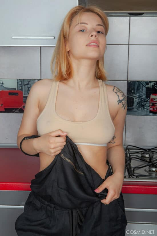 Fotos de loira cuzuda com a buceta cabeluda