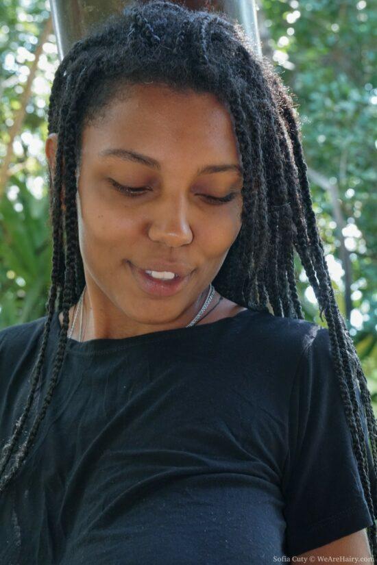 Fotos de negra peituda e peluda se exibindo