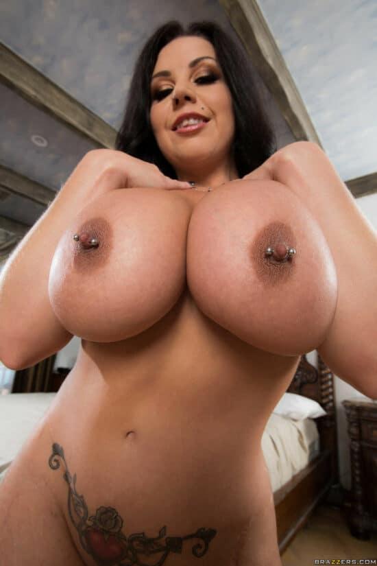 Fotos de peitões enormes de uma mulher cavala