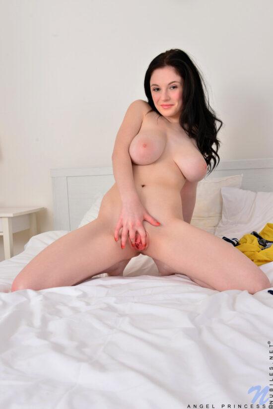 Fotos eróticos de novinha peituda com buceta rosada