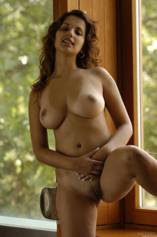 Fotos sensuais de mulher com seios lindos e buceta lisa