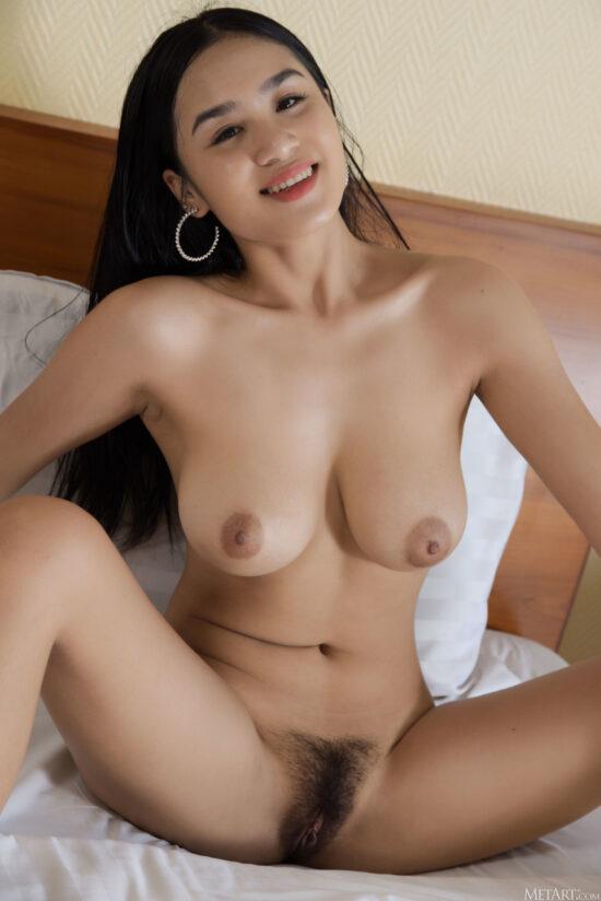 Fotos asiática pelada mostrando os peitinhos e o bucetão