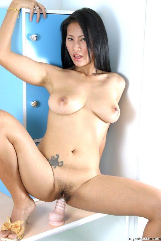 Fotos de japa peituda se masturbando peladinha