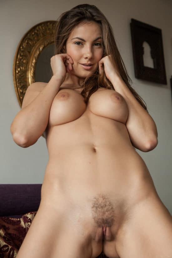 Fotos de ninfeta peituda sexy com bucetinha linda