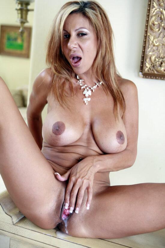Fotos eróticas de sexo e gozada com coroa peituda