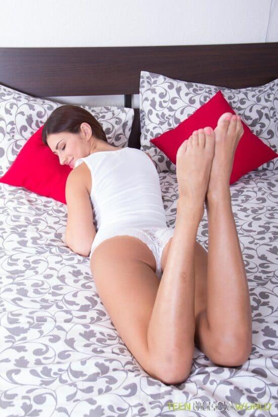 Fotos pornô anal com novinha dando até arrombar
