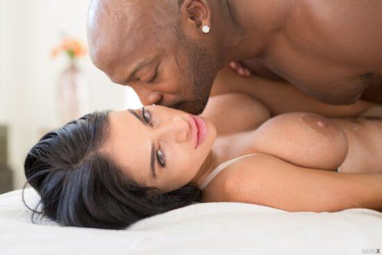 Fotos porno interracial negão comendo morena peituda